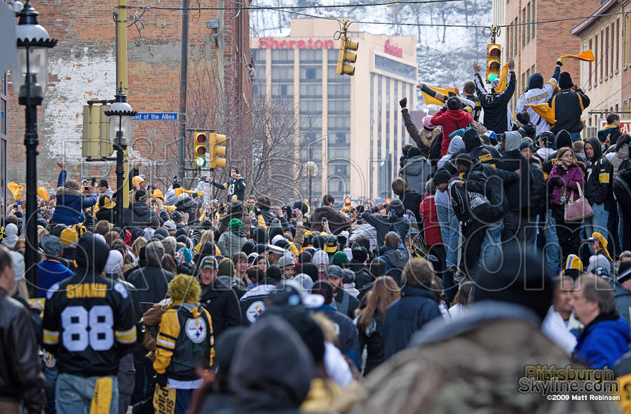 Pittsburghers pile up to get a view of the Champs.