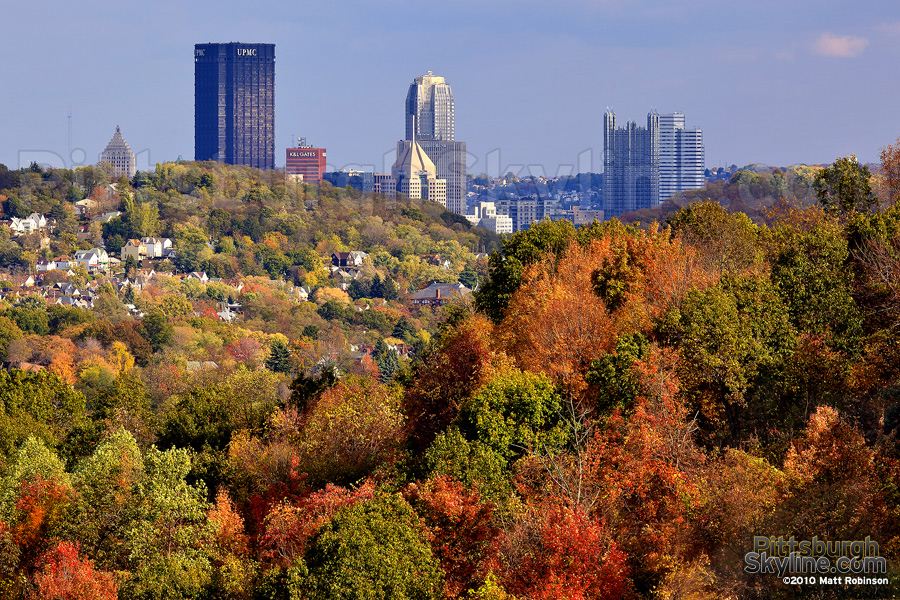 Pittsburgh Skyscrapers peeks above autumn colors